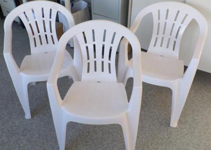 Tafel en 4 stoelen